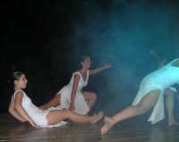 presso il Teatro Cielo d'Alcamo, il Saggio di danza, diretto da Rosanna Stabile - ARTE LIBERA - I Colori del mondo: LA PACE (foto 88)- 16 giugno 2007  - Alcamo (1015 clic)