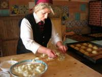 la preparazione delle genovesi - C.da Digerbato - Tenuta Volpara - 21 dicembre 2008          - Marsala (1619 clic)