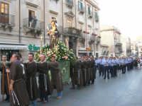 festeggiamenti in onore di Sant'Antonio di Padova: la statua del Santo portata in processione nel corso 6 Aprile - 13 giugno 2007  - Alcamo (2000 clic)