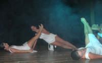 presso il Teatro Cielo d'Alcamo, il Saggio di danza, diretto da Rosanna Stabile - ARTE LIBERA - I Colori del mondo: LA PACE (foto 89)- 16 giugno 2007  - Alcamo (925 clic)