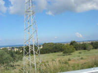 al volo, dall'auto in corsa: all'orizzonte le isole  Egadi - 27 aprile 2008    - Marsala (967 clic)