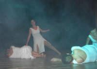 presso il Teatro Cielo d'Alcamo, il Saggio di danza, diretto da Rosanna Stabile - ARTE LIBERA - I Colori del mondo: LA PACE (foto 90)- 16 giugno 2007  - Alcamo (1023 clic)