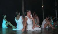 presso il Teatro Cielo d'Alcamo, il Saggio di danza, diretto da Rosanna Stabile - ARTE LIBERA - I Colori del mondo: LA PACE (foto 93)- 16 giugno 2007  - Alcamo (1058 clic)