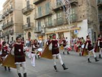 Festeggiamenti in onore di Maria SS. dei Miracoli - Patrona di Alcamo - Corso VI Aprile - Corteo Storico a cura dell'Ass. Cavalieri di S. Giorgio - 20 giugno 2006   - Alcamo (1172 clic)