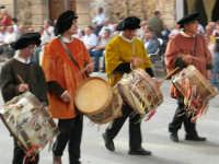 Festeggiamenti in onore di Maria Santissima dei Miracoli - Corso VI Aprile: corteo storico trionfale (fra Medioevo ed età Barocca) - 20 giugno 2005  - Alcamo (1519 clic)