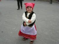 Festa di li Schietti - Piazza Duomo - bambina in costume folcloristico - 23 marzo 2008   - Terrasini (3898 clic)
