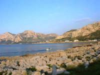 panorama - una barca rientra in porto - 25 aprile 2007  - Isola delle femmine (1616 clic)