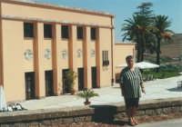 ex stazione ferroviaria - 17 settembre 2000  - Segesta (1312 clic)
