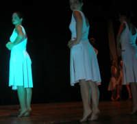 presso il Teatro Cielo d'Alcamo, il Saggio di danza, diretto da Rosanna Stabile - ARTE LIBERA - I Colori del mondo: LA PACE (foto 98)- 16 giugno 2007  - Alcamo (1023 clic)
