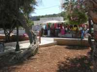 i colori di una bancarella dal giardino pubblico - 29 luglio 2009  - San vito lo capo (1274 clic)