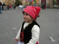 Festa di li Schietti - Piazza Duomo - bambina in costume folcloristico - 23 marzo 2008   - Terrasini (3188 clic)