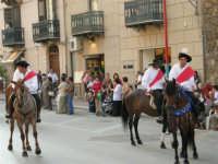 Festeggiamenti in onore di Maria Santissima dei Miracoli - Corso VI Aprile: corteo storico trionfale (fra Medioevo ed età Barocca) - 20 giugno 2005  - Alcamo (1430 clic)