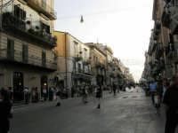 Festeggiamenti in onore di Maria SS. dei Miracoli - Patrona di Alcamo - Corso VI Aprile - Corteo Storico a cura dell'Ass. Cavalieri di S. Giorgio - 20 giugno 2006   - Alcamo (1298 clic)