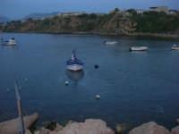 barche ormeggiate, meno una: due pescatori stanno per prendere il largo - 31 maggio 2008  - Trappeto (3354 clic)