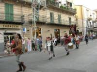 Festeggiamenti in onore di Maria SS. dei Miracoli - Patrona di Alcamo - Corso VI Aprile - Corteo Storico a cura dell'Ass. Cavalieri di S. Giorgio - 20 giugno 2006   - Alcamo (1258 clic)