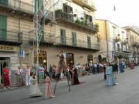 Festeggiamenti in onore di Maria SS. dei Miracoli - Patrona di Alcamo - Corso VI Aprile - Corteo Storico a cura dell'Ass. Cavalieri di S. Giorgio - 20 giugno 2006   - Alcamo (1193 clic)