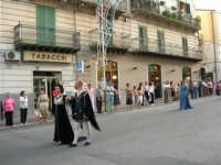 Festeggiamenti in onore di Maria SS. dei Miracoli - Patrona di Alcamo - Corso VI Aprile - Corteo Storico a cura dell'Ass. Cavalieri di S. Giorgio - 20 giugno 2006   - Alcamo (1235 clic)