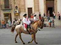 Festeggiamenti in onore di Maria Santissima dei Miracoli - Corso VI Aprile: corteo storico trionfale (fra Medioevo ed età Barocca) - 20 giugno 2005  - Alcamo (1418 clic)