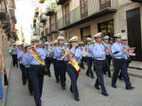 Festeggiamenti in onore di Maria Santissima dei Miracoli - Corso VI Aprile (Corso Stretto) - Premiato Complesso Bandistico Città di Alcamo  - 20 giugno 2005  - Alcamo (1878 clic)
