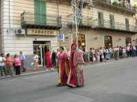 Festeggiamenti in onore di Maria SS. dei Miracoli - Patrona di Alcamo - Corso VI Aprile - Corteo Storico a cura dell'Ass. Cavalieri di S. Giorgio - 20 giugno 2006   - Alcamo (1189 clic)