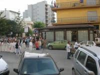 Festa del Sacro Cuore: dal viale Europa la processione si snoda lungo la via Vittorio Veneto - 15 giugno 2007  - Alcamo (1143 clic)