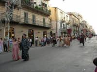 Festeggiamenti in onore di Maria SS. dei Miracoli - Patrona di Alcamo - Corso VI Aprile - Corteo Storico a cura dell'Ass. Cavalieri di S. Giorgio - 20 giugno 2006   - Alcamo (1152 clic)