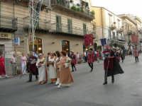 Festeggiamenti in onore di Maria SS. dei Miracoli - Patrona di Alcamo - Corso VI Aprile - Corteo Storico a cura dell'Ass. Cavalieri di S. Giorgio - 20 giugno 2006   - Alcamo (1231 clic)