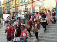 Festeggiamenti in onore di Maria Santissima dei Miracoli - Piazza Mercato: Discesa al Santuario; il Corteo durante il cerimoniale della Calata - 20 giugno 2005  - Alcamo (1639 clic)