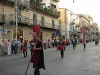 Festeggiamenti in onore di Maria SS. dei Miracoli - Patrona di Alcamo - Corso VI Aprile - Corteo Storico a cura dell'Ass. Cavalieri di S. Giorgio - 20 giugno 2006   - Alcamo (1144 clic)