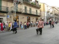 Festeggiamenti in onore di Maria SS. dei Miracoli - Patrona di Alcamo - Corso VI Aprile - Corteo Storico a cura dell'Ass. Cavalieri di S. Giorgio - 20 giugno 2006   - Alcamo (1165 clic)