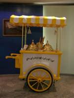 Il carretto passava e quell'uomo gridava: gelati! - 6 settembre 2005   - Trapani (1804 clic)