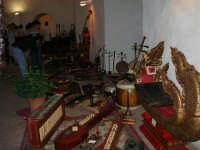 Festeggiamenti in onore di Maria Santissima dei Miracoli - All'interno del Castello dei Conti di Modica: mostra Strumenti musicali multietnici a cura di Fausto Cannone - 21 giugno 2005  - Alcamo (1452 clic)