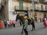 Festeggiamenti in onore di Maria SS. dei Miracoli - Patrona di Alcamo - Corso VI Aprile - Corteo Storico a cura dell'Ass. Cavalieri di S. Giorgio - 20 giugno 2006   - Alcamo (1094 clic)