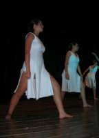 presso il Teatro Cielo d'Alcamo, il Saggio di danza, diretto da Rosanna Stabile - ARTE LIBERA - I Colori del mondo: LA PACE (foto 101)- 16 giugno 2007  - Alcamo (995 clic)