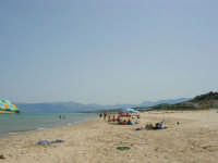 domenica in spiaggia - c/da Canalotto - 18 giugno 2006   - Alcamo marina (1248 clic)