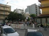 Festa del Sacro Cuore: dal viale Europa la processione si snoda lungo la via Vittorio Veneto - 15 giugno 2007  - Alcamo (1137 clic)