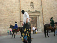 Festeggiamenti in onore di Maria SS. dei Miracoli - Patrona di Alcamo - Corso VI Aprile - Corteo Storico a cura dell'Ass. Cavalieri di S. Giorgio - 20 giugno 2006   - Alcamo (1108 clic)