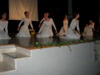 Teatro Euro - Le ragazze della scuola di danza Arte Libera si esibiscono ne I Ricordi, prologo della conferenza tenuta dal Dott. Carmelo Impera sul tema Educare oggi giovani e famiglie - Un modello per promuovere l'agio e prevenire il disagio, organizzata dall'Opera Salesiana Don Bosco di Alcamo ed il Centro Socio-Psico-Pedagogico Carl Rogers - Comunità di Accoglienza Oasi Don Bosco di Ispica (RG) - 29 gennaio 2006   - Alcamo (1334 clic)