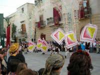 Festeggiamenti in onore di Maria SS. dei Miracoli - Patrona di Alcamo - Piazza Ciullo - Esibizione del Gruppo Storico dei Cavalieri di S. Giorgio - 20 giugno 2006   - Alcamo (1404 clic)