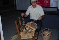 Cous Cous Fest 2007 - Expo Village - itinerario alla scoperta dell'artigianato, del turismo, dell'agroalimentare siciliano e dei Paesi del Mediterraneo: la lavorazione di un cesto, dalla Riserva Naturale Orientata dello Zingaro - 28 settembre 2007   - San vito lo capo (1032 clic)