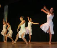 presso il Teatro Cielo d'Alcamo, il Saggio di danza, diretto da Rosanna Stabile - ARTE LIBERA - I Colori del mondo: LA PACE (foto 107)- 16 giugno 2007  - Alcamo (1021 clic)