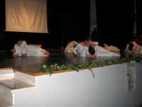 Teatro Euro - Le ragazze della scuola di danza Arte Libera si esibiscono ne I Ricordi, prologo della conferenza tenuta dal Dott. Carmelo Impera sul tema Educare oggi giovani e famiglie - Un modello per promuovere l'agio e prevenire il disagio, organizzata dall'Opera Salesiana Don Bosco di Alcamo ed il Centro Socio-Psico-Pedagogico Carl Rogers - Comunità di Accoglienza Oasi Don Bosco di Ispica (RG) - 29 gennaio 2006   - Alcamo (1308 clic)