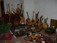 Festeggiamenti in onore di Maria Santissima dei Miracoli - All'interno del Castello dei Conti di Modica: mostra Strumenti musicali multietnici a cura di Fausto Cannone - 21 giugno 2005  - Alcamo (2177 clic)