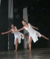 presso il Teatro Cielo d'Alcamo, il Saggio di danza, diretto da Rosanna Stabile - ARTE LIBERA - I Colori del mondo: LA PACE (foto 109)- 16 giugno 2007  - Alcamo (974 clic)