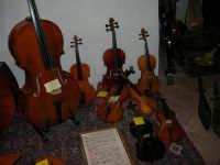 Festeggiamenti in onore di Maria Santissima dei Miracoli - All'interno del Castello dei Conti di Modica: mostra Strumenti musicali multietnici a cura di Fausto Cannone - 21 giugno 2005  - Alcamo (1490 clic)