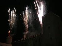 Festeggiamenti in onore di Maria Santissima dei Miracoli - Piazza Castello: Scenografie pirotecniche - 20 giugno 2005   - Alcamo (1838 clic)