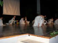 Teatro Euro - Le ragazze della scuola di danza Arte Libera si esibiscono ne I Ricordi, prologo della conferenza tenuta dal Dott. Carmelo Impera sul tema Educare oggi giovani e famiglie - Un modello per promuovere l'agio e prevenire il disagio, organizzata dall'Opera Salesiana Don Bosco di Alcamo ed il Centro Socio-Psico-Pedagogico Carl Rogers - Comunità di Accoglienza Oasi Don Bosco di Ispica (RG) - 29 gennaio 2006   - Alcamo (1288 clic)