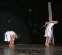 presso il Teatro Cielo d'Alcamo, il Saggio di danza, diretto da Rosanna Stabile - ARTE LIBERA - I Colori del mondo: LA PACE (foto 114)- 16 giugno 2007  - Alcamo (1221 clic)