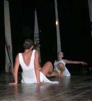 presso il Teatro Cielo d'Alcamo, il Saggio di danza, diretto da Rosanna Stabile - ARTE LIBERA - I Colori del mondo: LA PACE (foto 115)- 16 giugno 2007  - Alcamo (1100 clic)