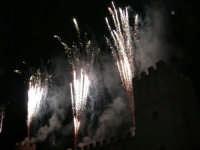 Festeggiamenti in onore di Maria Santissima dei Miracoli - Piazza Castello: Scenografie pirotecniche - 20 giugno 2005  - Alcamo (1462 clic)